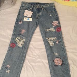 Kendall and Kylie boyfriend-fit Jeans . Size 23 .
